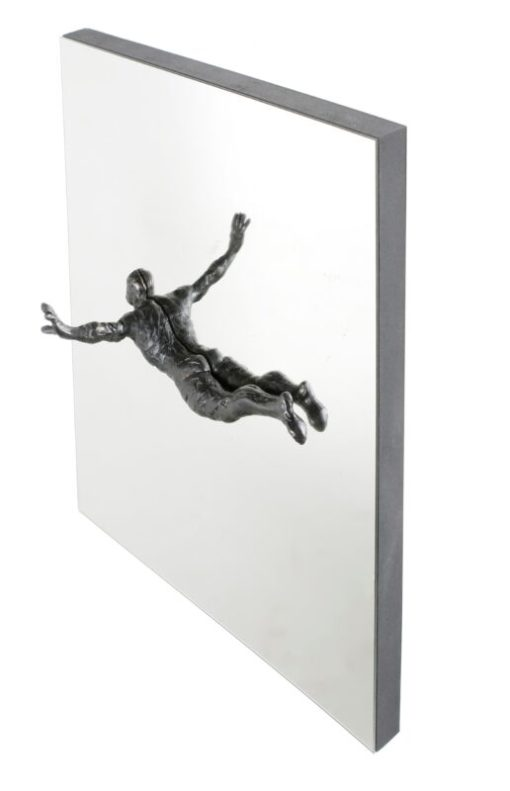 Suarez Reguera Fernando, Aire I, escultura bronce y hierro sobre espejo, serie de 15 ejemplares, 50x50x15 cms. 2050 – copia